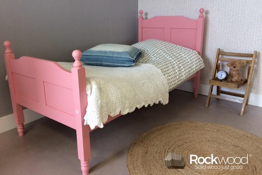 https://afbeelding.kinderbedspecialist.nl/images/KBAMP/Rockwood-Kinderbedden-Kinderbed-Amalia-Pink-3.jpg