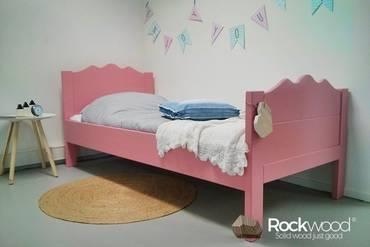 https://afbeelding.kinderbedspecialist.nl/images/KBMAP/Rockwood-Kinderbedden-Kinderbed-Maxima-Pink-2_klein.jpg