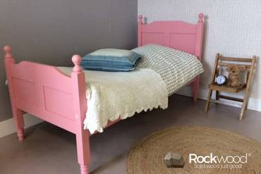 https://afbeelding.kinderbedspecialist.nl/images/PBAMP/Rockwood-Kinderbedden-Peuterbed-Amalia-Pink-3_klein.jpg